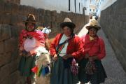 Cusco women and their llama